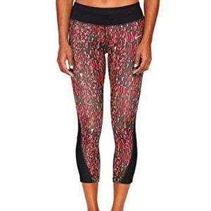 Nike / Dri-Fit Cropped Leggings Red Black Capri
